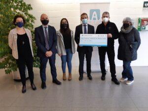 """La Fundació """"la Caixa"""", CaixaBank i Manresa Comerç, junts per ajudar l'Associació TEA Asperger de Manresa, en el dia mundial per commemorar la malaltia"""